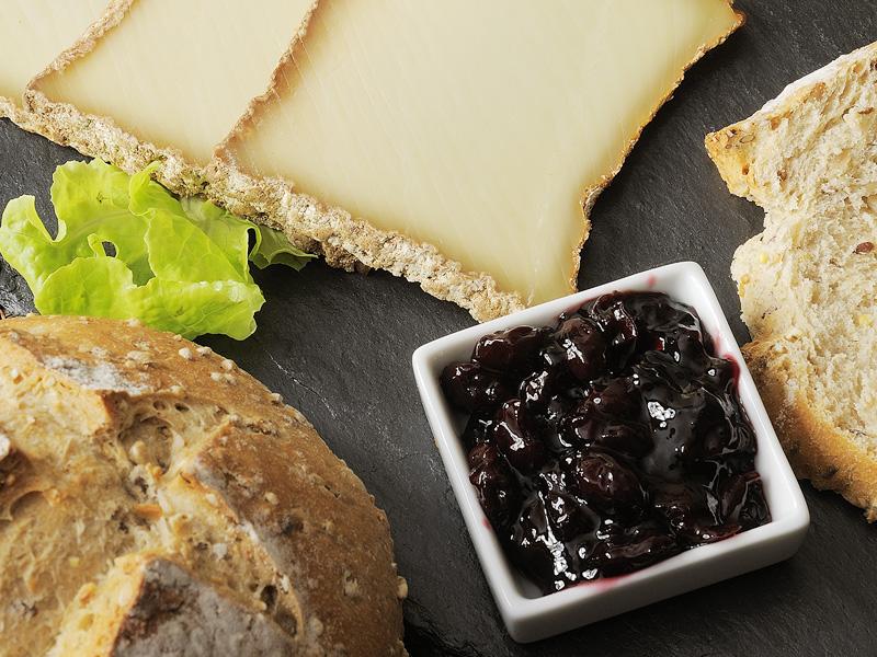 Recette - Fromage de Brebis et Confiture de Cerise Noire au Piment d Espelette